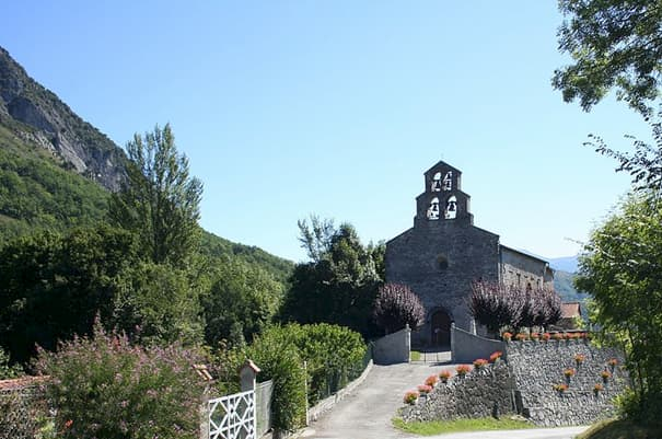 Photographie de l'église Saint-Nicolas de Surba vue de face