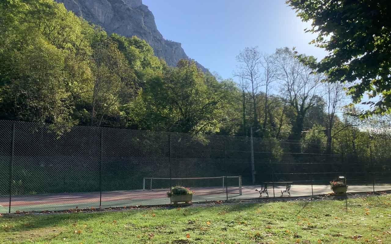 Photographie du terrain de tennis de Surba